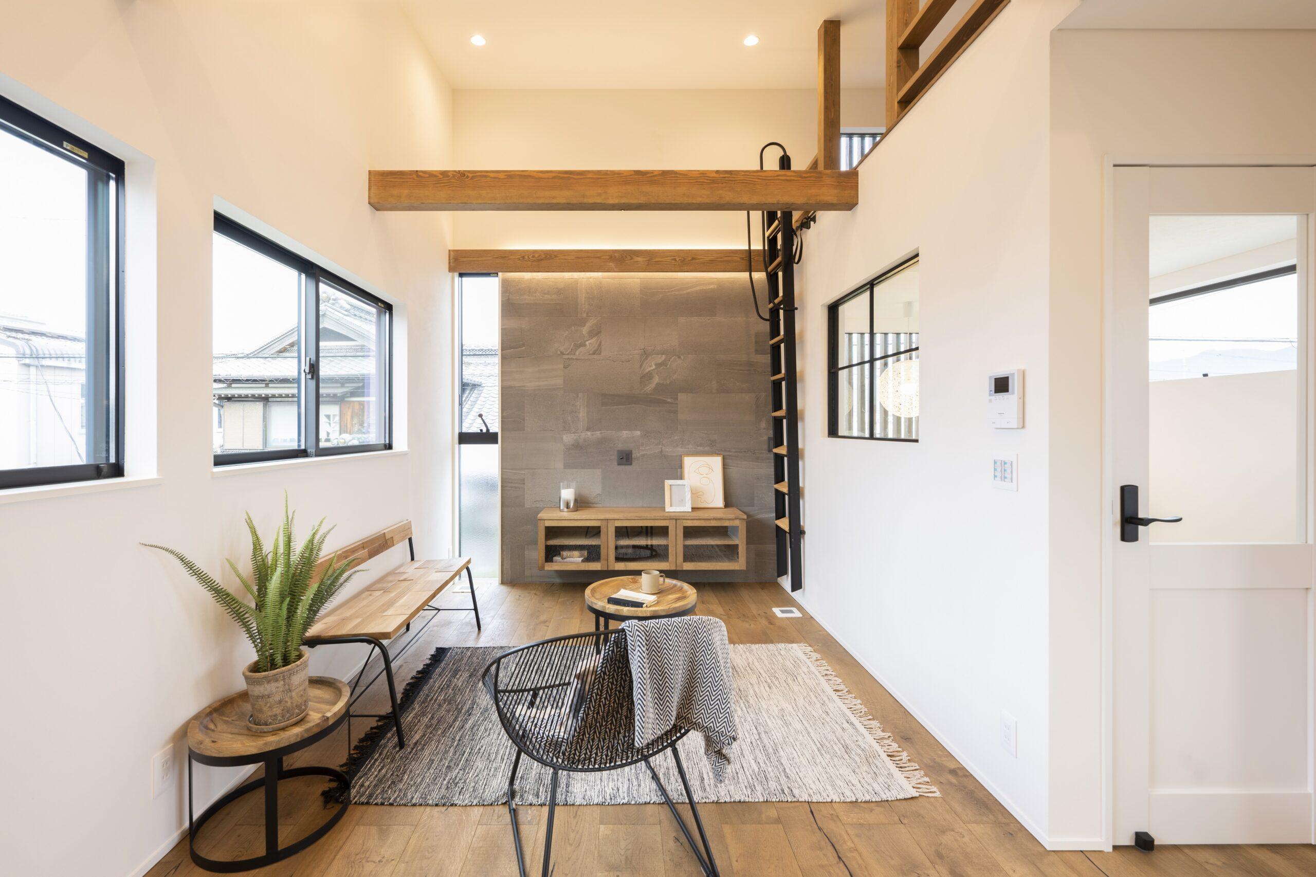 狭小地で建てるロフト付きの明るい家